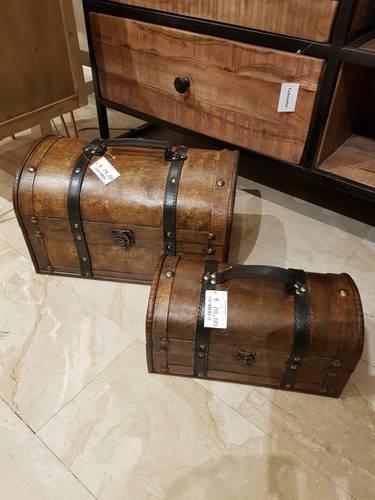 Bauletto coloniale legno noce chiaro con maniglia e chiusura