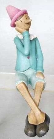 Pinocchio seduto azzurro