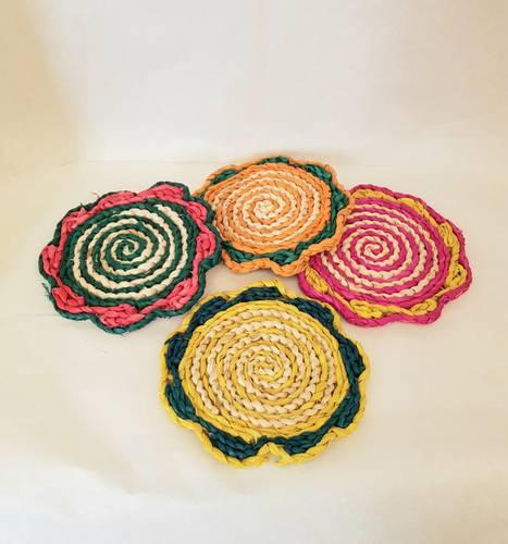 Sottopentola fiore paglia colorata 18cm