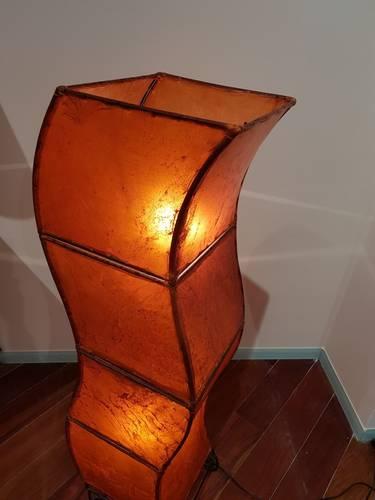 Lampada etnica pelle arancio sagomata 120h