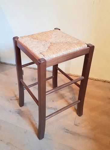 Sgabello legno noce seduta impagliata 64h
